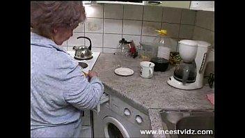 brother help sister kitchen in Ayse ogretmen arkadan