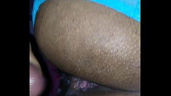 verga mamando ias Chabine joue avec sa chatte humide