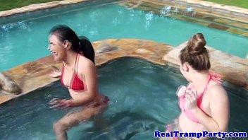 bikini skinny outdoor Video casero de jovencita teniendo sexo por primera vez gratis2