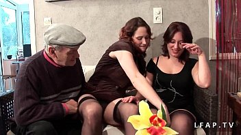 humiliee esclave francaise Swallows open mouth