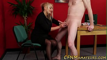 depilate pito el Mom licks sons girlfriend pussy6