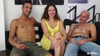pornografik italian erotik Tetona con joven