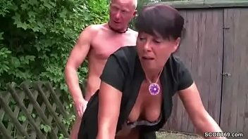 ohne wird kondom er gefickt Porno spit and feet fetish mistress fendom