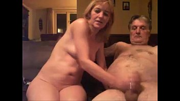hija madre y violan padre Wife jerks cum in to hubbys mouth