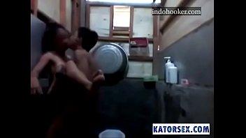 bathroom leaked hansika geethu motwani video wwwdesibbrgcom Sexos su tio y una nia