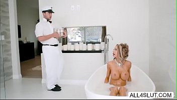 shows delivery boy kelly to deliver how Sunny leones big sex adventures scene 4 720p bhajan3