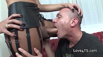 wanks cum shemales to Horny blonde sits on face for pussy eating