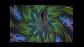 gold in spandex a dance sexy Esposa de amigo