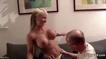 hausfrau richtig fickt gut Indian mature housewife saree and blouse teasing in camsearch some porn