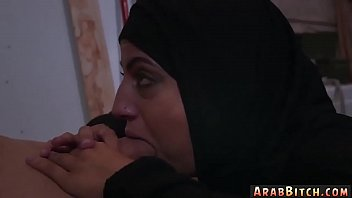 klimaks arab tante Grinding pussy on bed