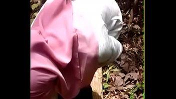 ngentot jilbab asia Saree stripping to nude
