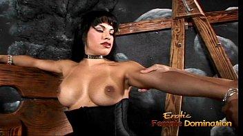 slave in her mistress bathe makes pee Wemcam mom daughter