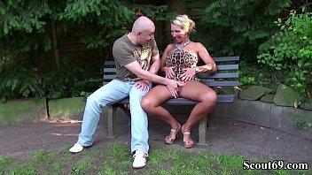 seduce home mom son small at alone tit Chicas en el salon de clases