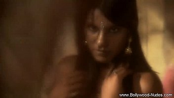 in bollywood video xmoves 3gp Beurette a fond sur ma bite