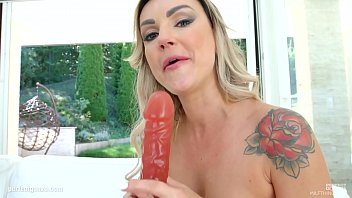 jeune petit french un mature Wife jacking off friend in her mouth